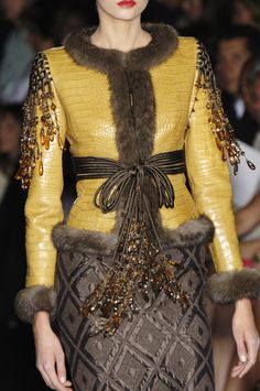 Valentino Couture Fashion Show Details & more. Fur Fashion, Fashion Details, Leather Fashion, Couture Fashion, Love Fashion, High Fashion, Winter Fashion, Fashion Show, Fashion Dresses
