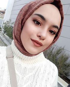 Modern Hijab Fashion, Muslim Fashion, Hijab Dpz, Aesthetic Roses, Fake Girls, Cool Girl Pictures, Selfie Poses, Fashion Outfits, Kawasaki Ninja