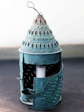 Mäster Henriks: Temahelg.. Antique Lanterns, Rustic Lanterns, Candle Lanterns, Candles, Primitive Lighting, Antique Lighting, Arched Interior Doors, Swedish Decor, French Rococo