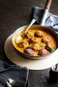 Zucchini Koftas in Creamy Coconut Tomato Sauce (vegan) Indian Food Recipes, Asian Recipes, Diet Recipes, Vegetarian Recipes, Cooking Recipes, Healthy Recipes, Simple Recipes, Traditional Indian Food, Coconut Sauce