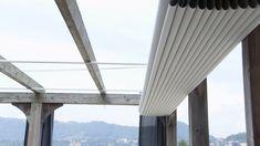 Extravagant sun protection: venetian blinds made to measure Roof Terrace Design, Rooftop Design, Timber Pergola, Outdoor Pergola, Backyard Pergola, Patio Shade, Pergola Shade, Outdoor Shade, Backyard Patio Designs