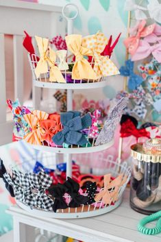 Four hair bow storage and organization ideas for your little ones! We have collected a lot of bows over the last four years and I'm sharing how I store them Hair Bow Storage, Hair Product Storage, Hair Product Organization, Organizing Hair Accessories, Diy Hair Accessories, Organization Ideas, Hair Bow Organization, Headband Storage, Toddler Room Organization