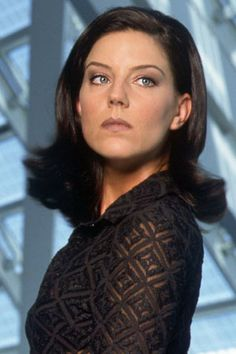 I also love Andrea Parker, most known for her role on the Pretender. Just as Juliet, Parker was a trained ballerina. I also wish they had more TV shows (and perhaps movies) with her these days!