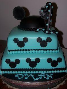 Square   Mickey Cake