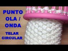 PUNTO OLA o Punto ONDA CURSO TELAR CIRCULAR | Puntada 07 | Muy bien explicado!!! - YouTube Loom Knitting For Beginners, Round Loom Knitting, Loom Knitting Stitches, Knifty Knitter, Loom Knitting Projects, Sewing Stitches, Loom Flowers, Circle Loom, Loom Crochet