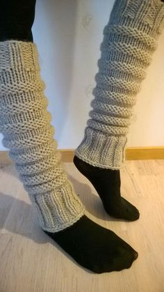 Overview of Crochet So You Can Comprehend Patterns - Crochet Ideas Knitting Basics, Loom Knitting, Knitting Socks, Knitting Patterns Free, Baby Knitting, Guêtres Au Crochet, Crochet Boots, Crochet Slippers, Knitted Boot Cuffs