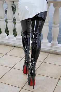 Eigene Kollektion - Miceli-Made in Italy Obermaterial:     Stretchlack    Farbe:     Schwarz    Decksohle:     Leder    Laufsohle:     Tunit    Verschluss:     DurchgehenderReißverschluss    Absatzhöhe:     15 cm    Plateau:     5...