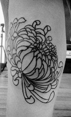 #handpoke #tattoos #sticknpoke #machinefree #traditionaltattoos #handpoked  #dotwork #handpokers #stickandpoke #nomachine  #handpokeartist #handpokeartists  #blackworkers #blackink  #homemadetatts  #handpushed #underground_tattooers #darkartists #onlyblackart #blacktattoos #chrisanthemum #chrisanthemumtattoo #japaneseflower #selfpoke #selfpoking #em_poke #embodyart