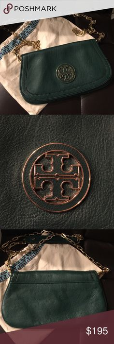 Tory Burch Amanda Crossbody/Clutch Great condition purse in forest green. Also can be used as a clutch when you remove the straps. Clean inside and out. Comes with dust bag. Tory Burch Bags Crossbody Bags