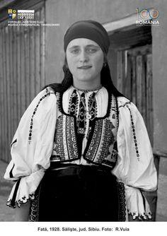 Folk Costume, Costumes, Peasant Blouse, Romania, The Past, Wedding Inspiration, Moldova, Pictures, Vintage