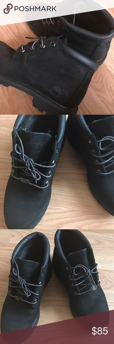 BLACK CONSTRUCTION TIMS size 7, great condition! I wore these for a very short time. Timberland Shoes Combat & Moto Boots