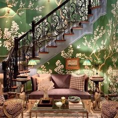 Green Rooms, White Rooms, Exterior Design, Interior And Exterior, Blue And White Lamp, Traditional Family Rooms, Hand Painted Wallpaper, Pretty Room, Beautiful Flowers Garden