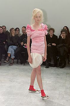 Comme des Garçons - Spring 2000 Ready-to-Wear - Look 1 of 58