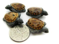 Size = aprox.22mm (7/8 inches) Holes drilled horizontal as bail with 2.5mm-3mm hole diameter Quantity = 4 hand painted ceramic beads These sea turtle beads are wild and so much fun! Made in Peru, each bead is hand crafted so they will vary slightly from one to another. All the