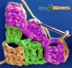 Tutorial – Diagonal Box Stitch: The diagonal box stitch is one of many stitches that can be worked from 'corner to corner' and it's everywhere right now. This wildly popular stitch is great for blankets, but can also be used for scarves, sweaters, or Crochet Square Patterns, Crochet Stitches Patterns, Stitch Patterns, Crochet Box Stitch, Corner To Corner Crochet Pattern, Crochet Toddler Dress, Baby Boy Knitting Patterns, Loom Knitting, Crochet Projects