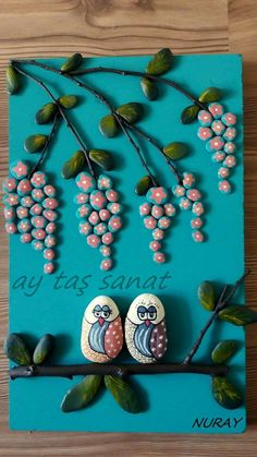 100 Gorgeous DIY Stone, Rock, and Pebble Crafts To Beautify Your Life - Usefull Information Stone Art Painting, Rock Painting Designs, Pebble Painting, Pebble Art, Sand Crafts, Rock Crafts, Leather Bracelet Tutorial, Rock Flowers, Rock And Pebbles
