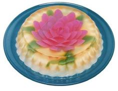 Gelatina de mosaico. This is gelatine (jello) ! I have no idea how this was done, but it looks wonderful.