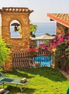 Villa Carlotta lawn yard - Taormina, Sicily