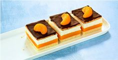 Orangen-Pudding-Schnitten Orange pudding slices Recipe: A creamy orange cake with chocolate from the Mini Chocolate Cake, Chocolate Cake From Scratch, Desserts For A Crowd, Party Desserts, Cake Recipes, Dessert Recipes, Pudding Desserts, Food Cakes, How To Make Cake