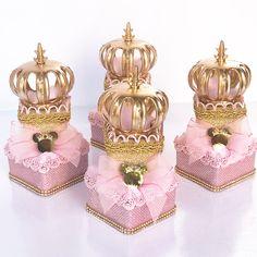 Nenhuma descrição de foto disponível. Minnie Mouse Pink, Minnie Mouse Party, Mouse Parties, Birthday Treats, 1st Birthday Parties, Enchanted Kingdom, Princess Birthday, Favor Bags, Thalia