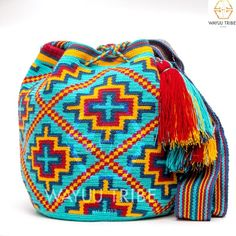 Cabo Wayuu Mochila bags are intricate in their designs, can take approximately 18 days to weave. Hand Woven Strap using woven one thread. Handmade in South Bag Crochet, Crochet Purses, Tapestry Bag, Tapestry Crochet, Seed Bead Jewelry, Beaded Jewelry, Sewing Patterns, Crochet Patterns, Hand Embroidery Art
