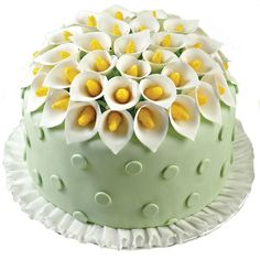 This fondant cake is a lesson in complementary colors. The pure white lily petals and ruffled border stand out against the spring green fondant polka dots and sunny yellow flower centers for all the texture and beauty you could want! Pretty Cakes, Beautiful Cakes, Amazing Cakes, Wilton Cake Decorating, Cookie Decorating, Calla Lily Cake, Calla Lilies, Cake Cookies, Cupcake Cakes