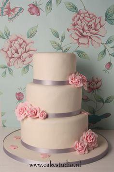 Prachtige bruidstaarten van Magical Cake studio.