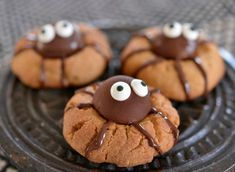 Herlig Halloween idé Tasty, Yummy Food, Halloween Cookies, Sweets, Desserts, Cakes, Ideas, Sweet Pastries, Delicious Food