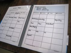 Ideas for making your own planner. I can never seem to find exactly what I want in a planner.  I should try this!