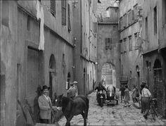 """Via del Corno, Firenze, in una scena del film """"Cronache di poveri amanti"""" 1954"""