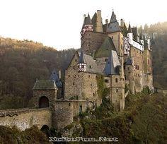 Burg Eltz: Medieval Castle - Germany
