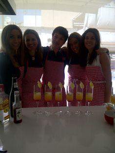 Coctel de sake para brindar por un gran taller de iniciacion al sushi! Rojo y amarillo como T!!