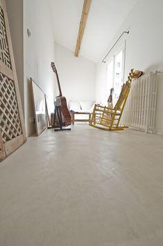 Le couloir de la chambre - Sol en Béton Ciré EBC Mercadier - Couleur Cocomilk