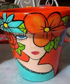 Flower Pot Art, Flower Pot Crafts, Clay Pot Crafts, Painted Plant Pots, Painted Flower Pots, Pottery Painting Designs, Pottery Art, Plastic Bottle Planter, Flower Pot People