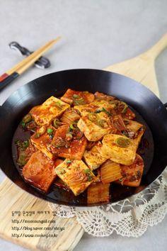 두부스팸김치조림-이거 하나면 푸짐해진다! 골라먹는 맛이 있는 두부스팸김치조림...^^ : 네이버 블로그 Korean Dishes, Korean Food, Asian Recipes, Ethnic Recipes, Vegetable Seasoning, Food Inspiration, Curry, Pork, Food And Drink