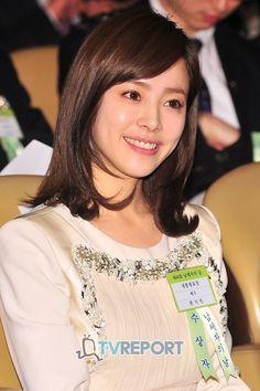 ハンジミン - Google 検索 Han Ji Min, Korean Women, Medium Hair Styles, Young Women, Jimin, Lady, Womens Fashion, Image, Beautiful Women