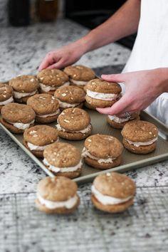 The Best Apple Cinnamon Whoopie Pie Recipe - Kylee - obstkuchen Apple Dessert Recipes, Cookie Desserts, Brownie Recipes, Apple Recipes, Just Desserts, Baking Recipes, Cookie Recipes, Delicious Desserts, Yummy Food