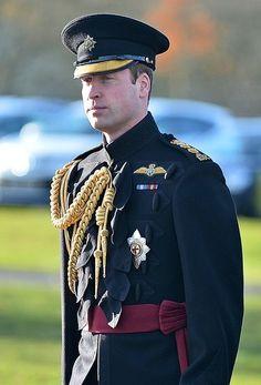 Schwarze uniform prinz harry