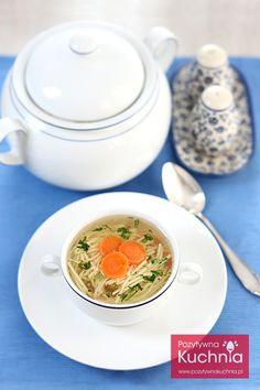 Rosół z kury z marchewką i zieloną pietruszką - #przepis na rosol krok po kroku  http://pozytywnakuchnia.pl/rosol/  #obiad #zupa kuchnia