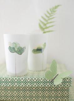 zarte blumen keramiklichter von broste copenhagen: http://www.wunderschoen-gemacht.de/shop/broste-copenhagen/857-2-zarte-porzellanlichter-flower-grun-weiss-.html