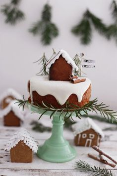 Adorable ginger bread house and Christmas cake. There is a beautiful simplicity with white icing and gingerbread Noel Christmas, Christmas Goodies, Christmas Desserts, Christmas Treats, Christmas Baking, Christmas Cakes, Xmas, Holiday Baking, Let Them Eat Cake