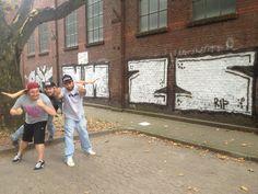 Die Gang 2013 vor einem NMZS Throwup.