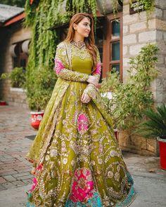 Mehndi Dress For Bride, Pakistani Mehndi Dress, Bridal Mehndi Dresses, Pakistani Dress Design, New Wedding Dresses, Pakistani Bridal, Party Wear Dresses, Bridal Outfits, Bridal Lehenga