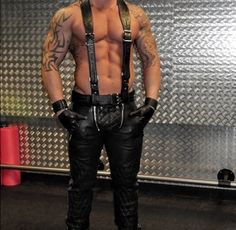 Leather Harness, Leather Men, Leather Pants, Things To Buy, Stuff To Buy, Kinky, Clothes, Zip, Fashion