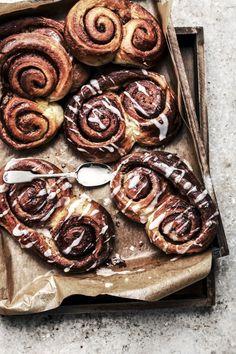 cinnamon danish pastry scrolls with lemon icing