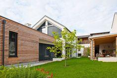 Montažna hiša ekokoncept bo vaš novi statusni simbol. Montažne hiše, nizkoenergijske lesene gradnje s sodobno tehnologijo, opremo in vrhunskim designom.