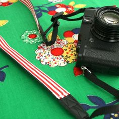 How To: Camera Strap Makeover ▽▼▽ My Poppet : your weekly dose of crafty inspiration Easy Gifts, Creative Gifts, Diy Camera Strap, Sewing Lessons, Love Craft, Inspirational Gifts, Fabric Crafts, Digital Camera, Gifts For Kids