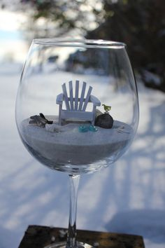 Want this for my desk at work! Soooo cute! Beach in a Glass. By LandscapesNMiniature