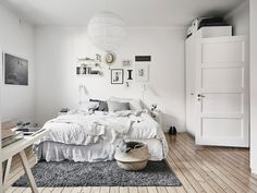 17 Scandinavian bedroom designs that will delight you - Schlafzimmer Scandinavian Bedroom Decor, Cozy Bedroom, Master Bedroom, White Bedroom, Trendy Bedroom, Home And Deco, Apartment Interior, Apartment Entrance, Room Interior