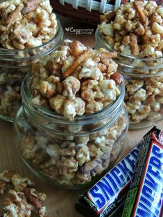 This Sweet & Salty SNICKERS Popcorn is perfect for Game Day! It's easy to make and serves a crowd! Gourmet Recipes, Snack Recipes, Dessert Recipes, Cooking Recipes, Popcorn Recipes, Snickers Popcorn, Candy Popcorn, Easy Desserts, Delicious Desserts